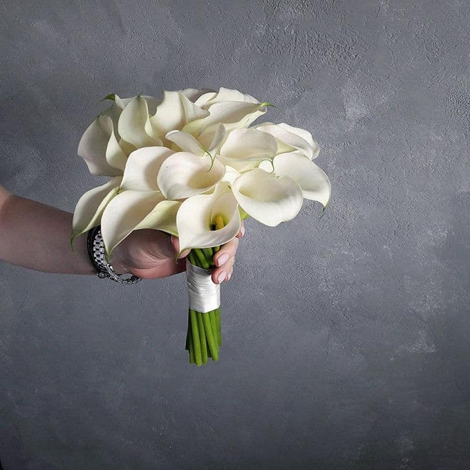 Круглый букет невесты калл купить москва