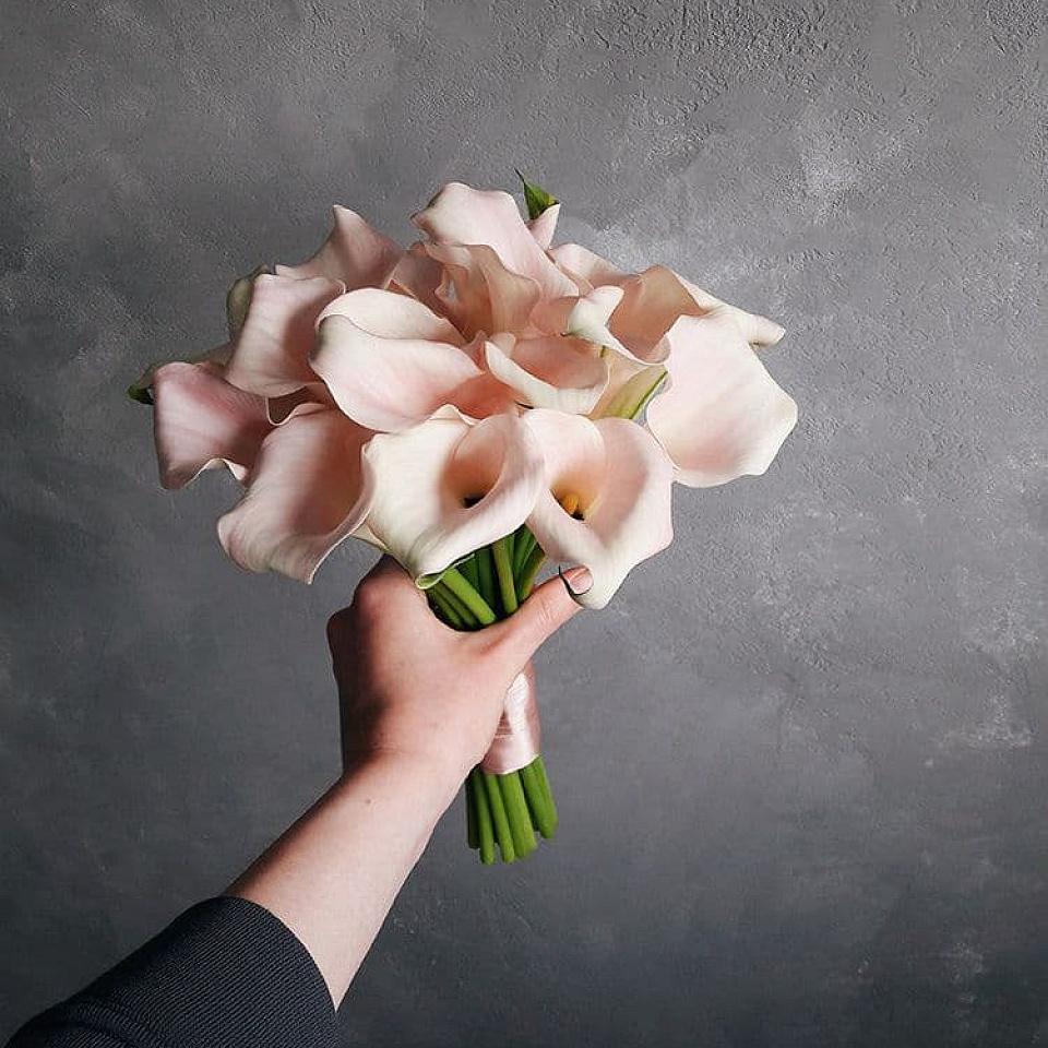 Авторские букет невесты из калл, букеты роз свадебные
